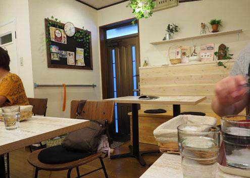 玄米食堂グリーンガーデンの店内